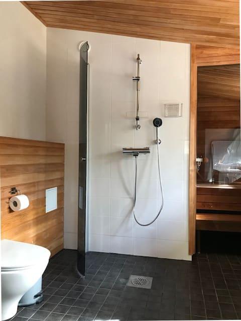 Keväällä 2020 remontoitu kylpyhuone ja saunatilat